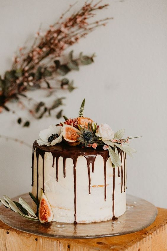 Single Tier Cakes | 7 Wedding Cake Trends for 2019 | My Wedding Favors