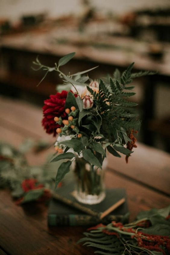 Winter Farmhouse Wedding: Winter Flowers