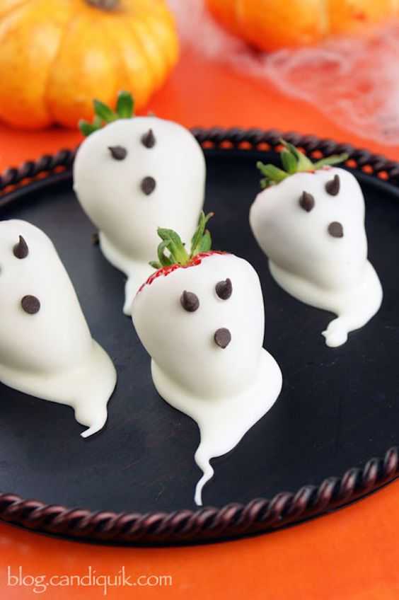 Strawberry Ghosts | Spooky Food For a Halloween Party | My Wedding Favors