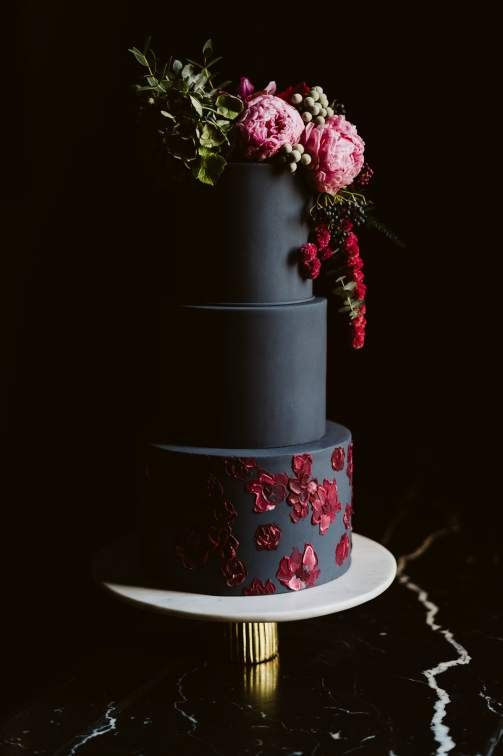 Black Cakes | 7 Wedding Cake Trends for 2019 | My Wedding Favors
