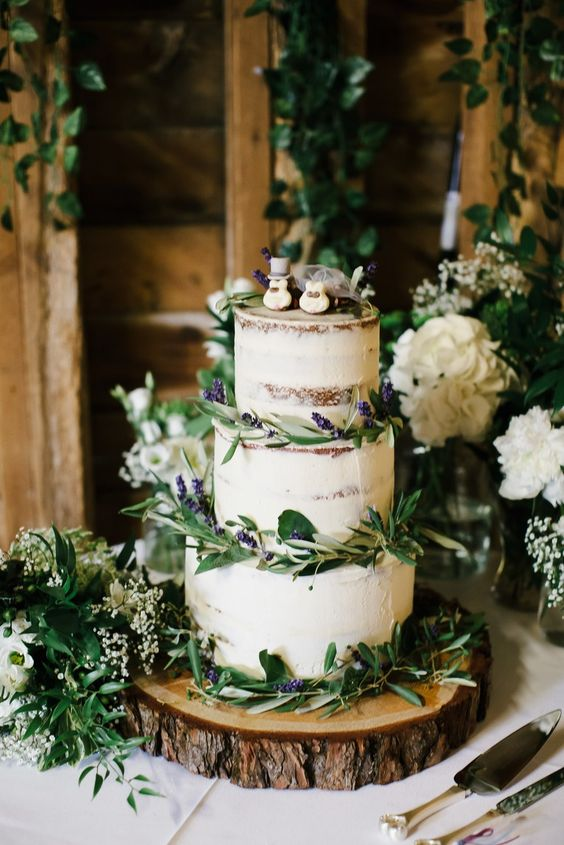 Leafy Cakes | 7 Wedding Cake Trends for 2019 | My Wedding Favors