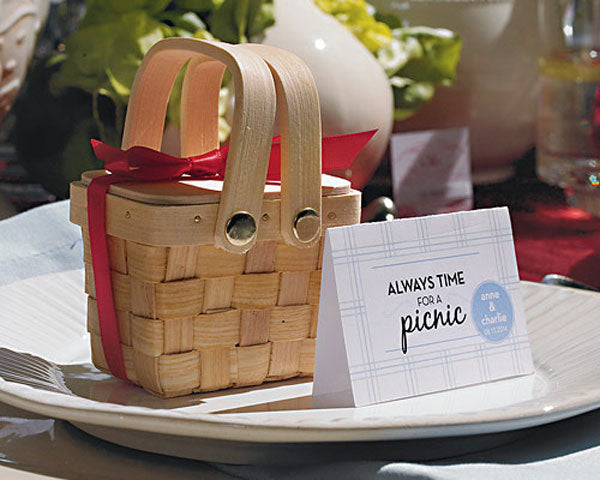 Mini Picnic Baskets | Favor Container Round Up | My Wedding Favors