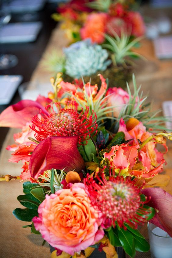 Tropical Chic Wedding: Flowers