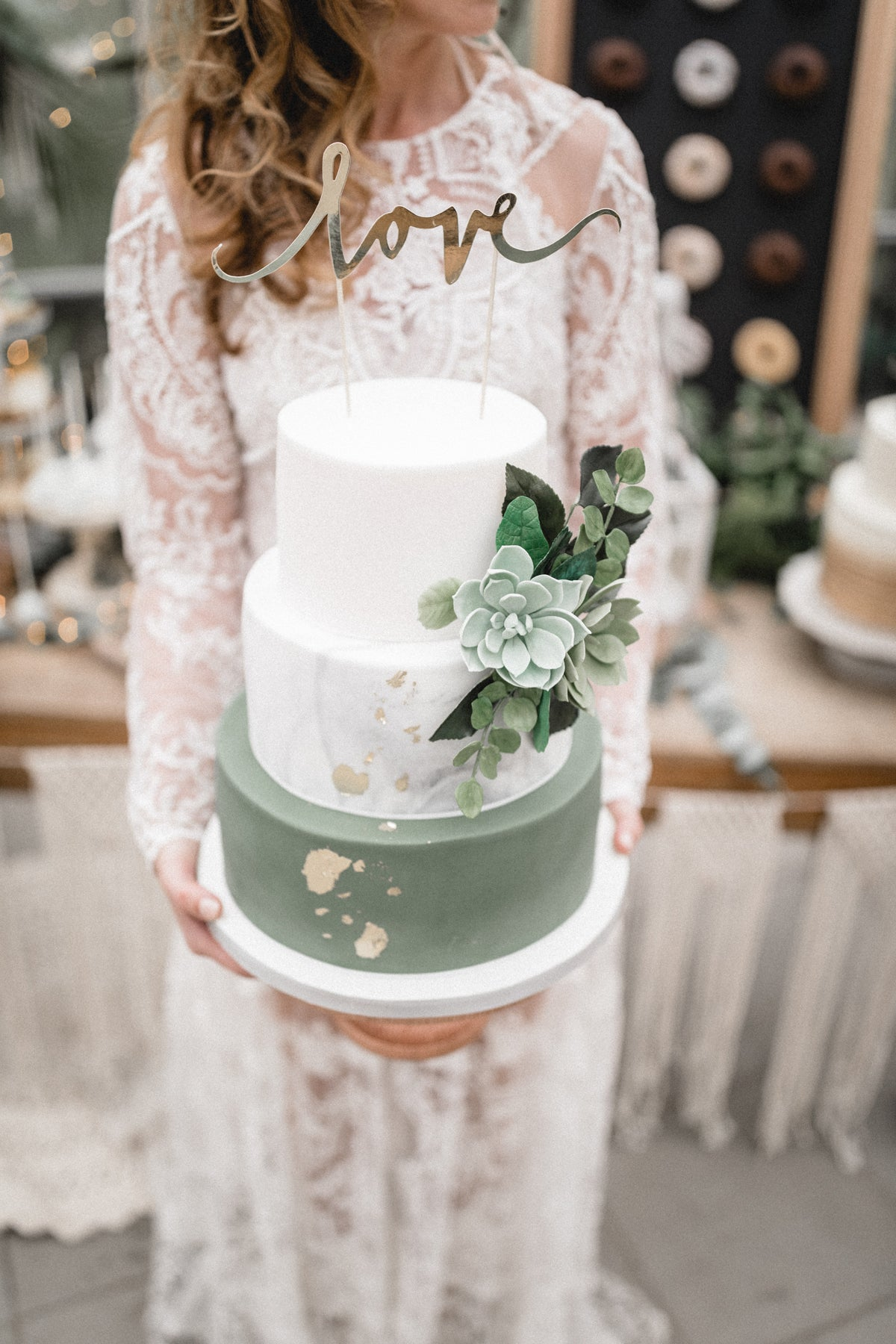 Silver and Sage Wedding Cake | 6 Stunning Ideas for a Silver & Sage Wedding | My Wedding Favors
