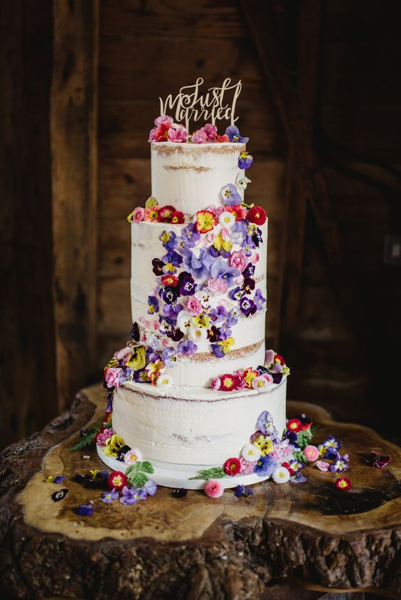 Edible Flowers | 7 Wedding Cake Trends for 2019 | My Wedding Favors