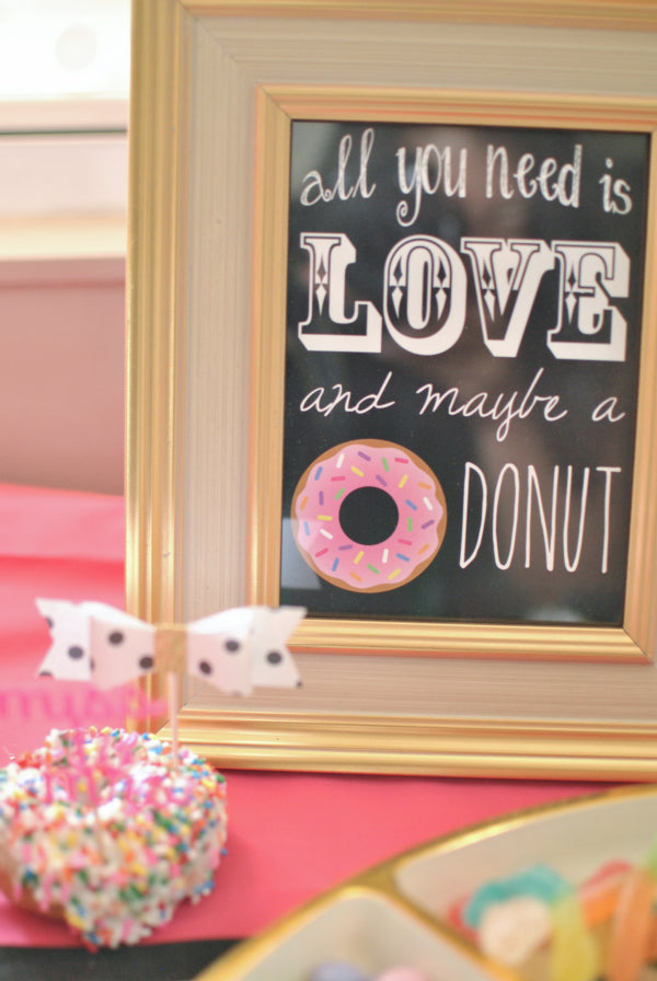 Donut Sign | Incorporating Donuts Into Your Wedding | My Wedding Favors