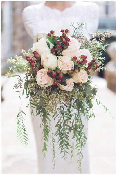 Winter Wedding Bouquets: Winter Berry