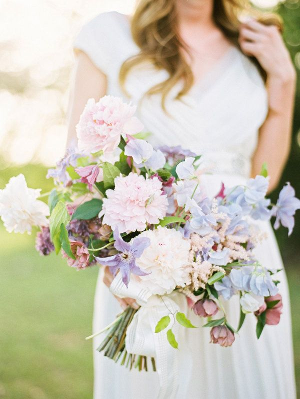 2016 Wedding Color Trend: Rose Quartz and Serenity Flowers