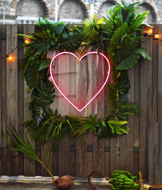 Neon Heart Sign | Top 2019 Wedding Trend: Neon Signs | My Wedding Favors