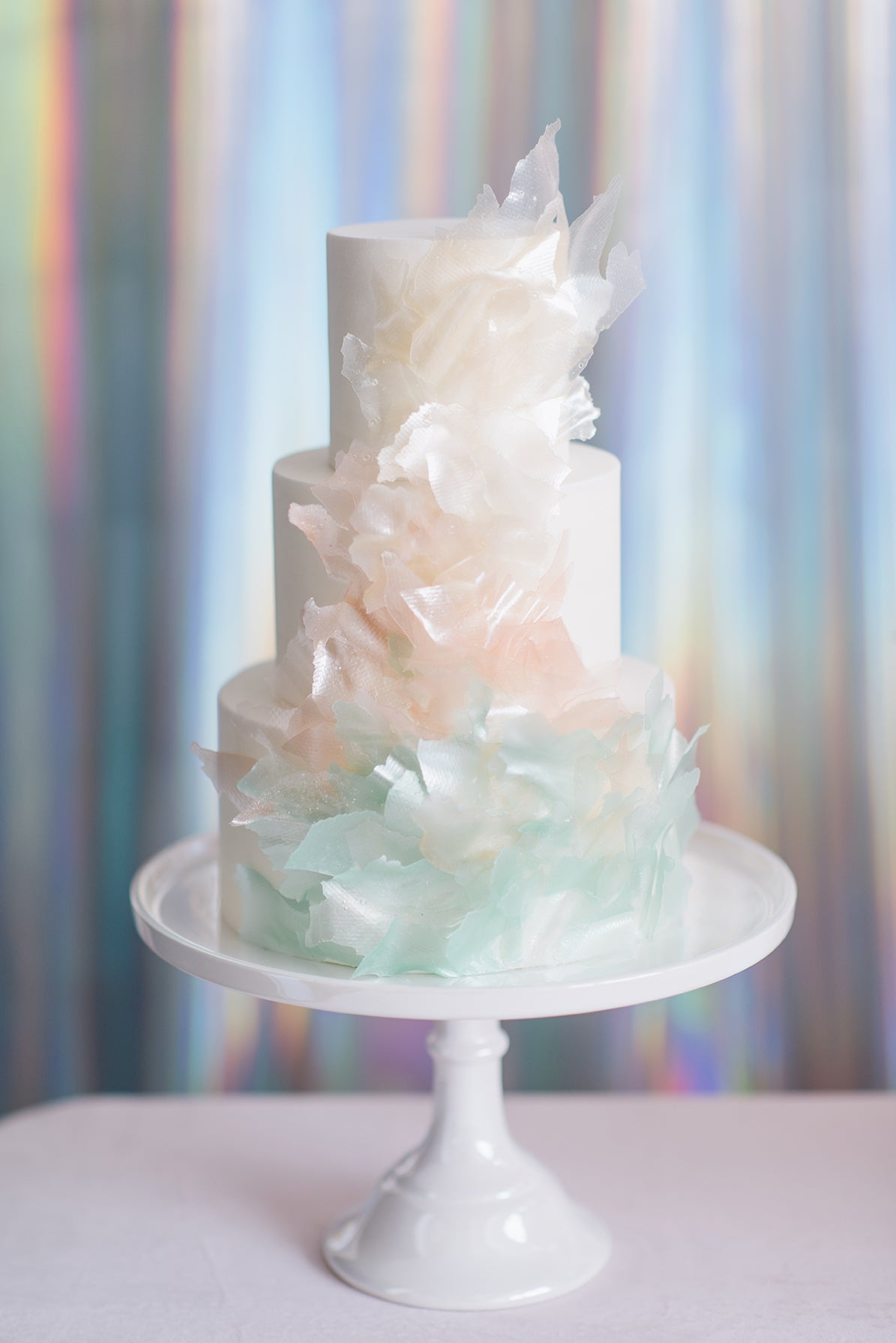 Iridescent Wedding Cake | 6 Ideas for an Iridescent Wedding | My Wedding Favors