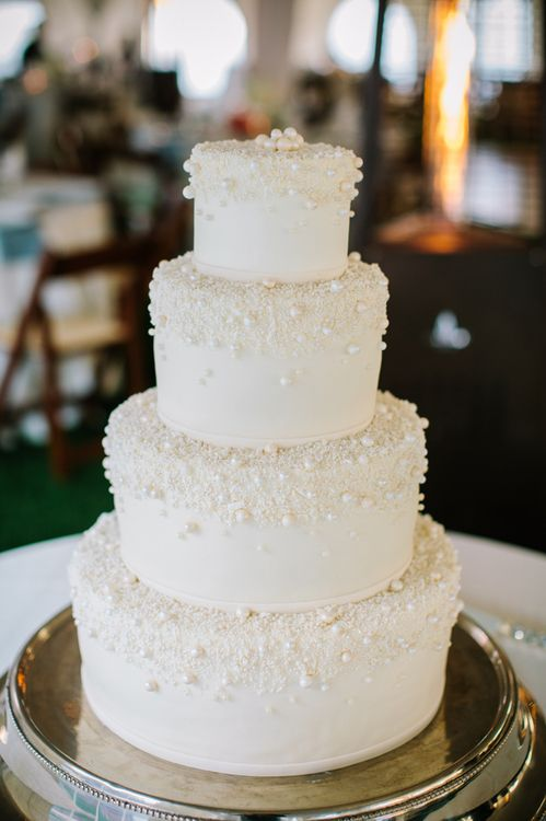 Wedding Cake Trends: Pearls