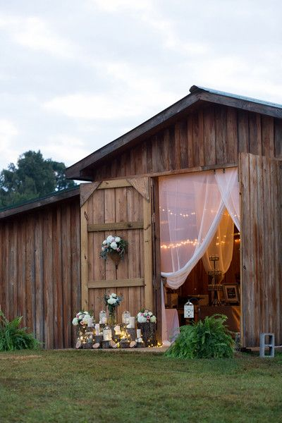 Classic Wedding Themes: Country Chic Wedding