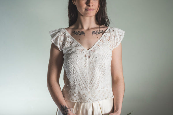 V neck bridal top in off-white cotton lace 'Nola'