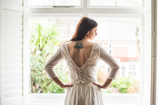 low back bridal top in off-white cotton lace 'Amy'