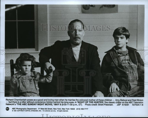 "1991 Press Photo Scene from ""Night of the Hunter"" with Richard Chamberlain - Historic Images"