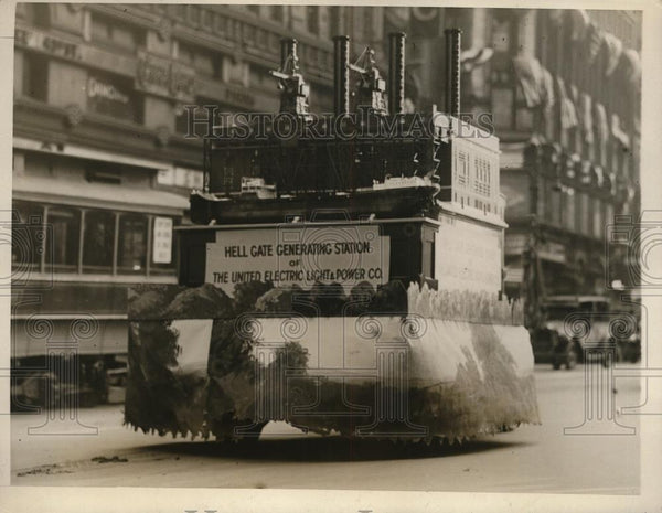 1926 Press Photo New York Old Broadway & parade floats in NYC - neny23434 - Historic Images