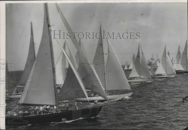 1950 Press Photo Sail Boat racers line-up before the start of the race - Historic Images