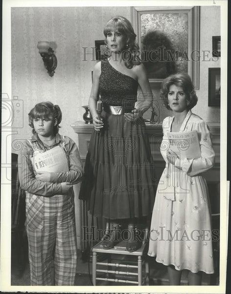 1981 Press Photo Jenn Thompson and Barbara Eden on Harper Valley P.T.A. on NBC. - Historic Images