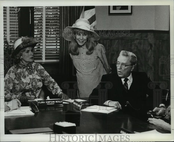 1981 Press Photo Ann Francine and Barbara Eden in Harper Valley PTA, on NBC. - Historic Images