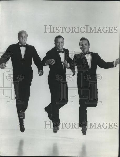 1961 Press Photo Bing Crosby performing in his tuxedo  - spp27609 - Historic Images