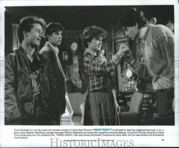 1985 Press Photo Chris Sarandon as the vampire, with co-stars in Fright  Night