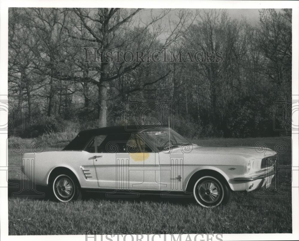 1991 Press Photo A Restored 1966 Mustang For Television Show Classic Car Shop