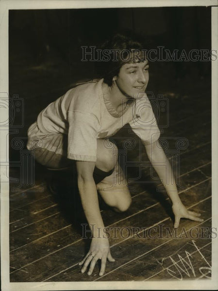 1923 Press Photo Marion McCartie of Valcour Club of Athletes 60 yard dash record - Historic Images