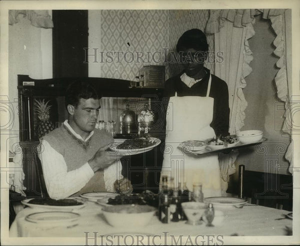 1931 Press Photo Annie May Horn Serves Young Stribling Real Georgian Food - Historic Images
