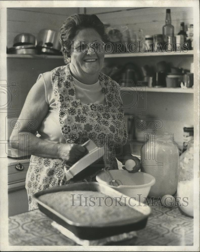 1977 Press Photo Liz Chase In Kitchen-Randolph County Justice of Peace