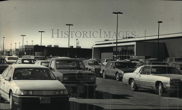 1989 Press Photo New businesses on W. Brown Deer Road brought heavy traffic - Historic Images