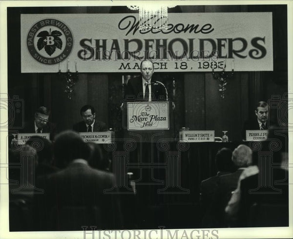 1983 Press Photo President William F. Smith Junior Talks to Shareholders - Historic Images