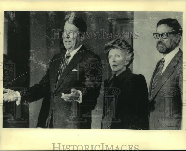 1986 Press Photo President Reagan & freed hostage David Jacobsen Washington - Historic Images