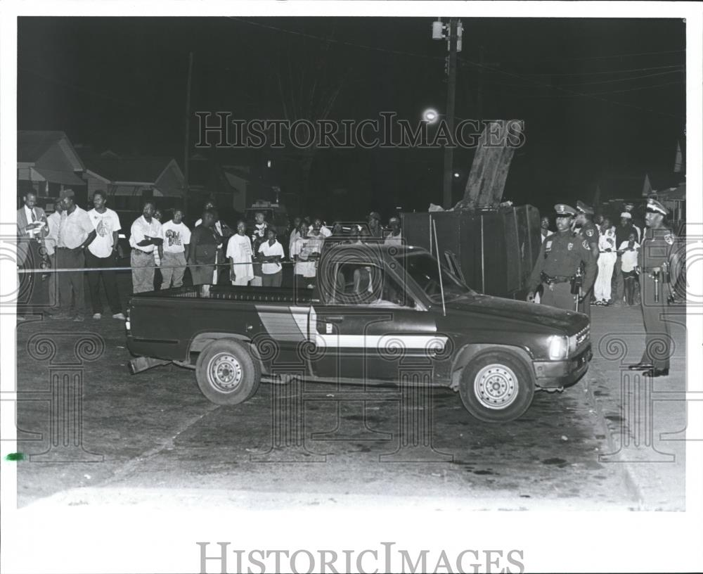 Press photo crowd at scene of homicide birmingham alabama abna29822 historic images
