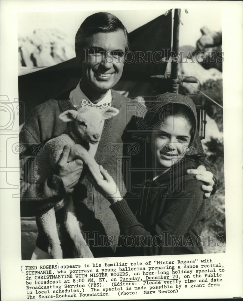 Fred Rogers And Other In Christmastime With Mister Rogers Pbs 1978 Vintage Press Photo Print Historic Images