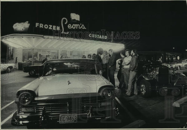 1977 Press Photo A crowd at Leon's Frozen Custard - mjc06693 - Historic Images