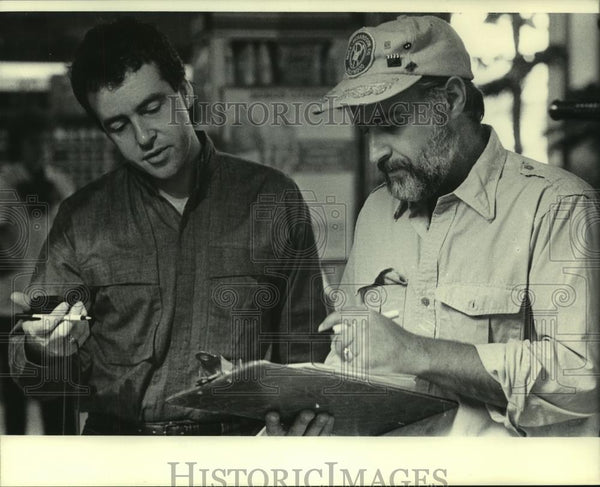 1985 Press Photo Director confers about a Television Commercial - mjc06762 - Historic Images