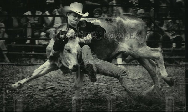 1984 Press Photo Cowboy Wrestles Steer in 2nd Annual World Championship Rodeo - Historic Images