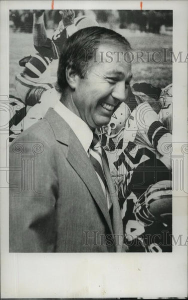 1978 Press Photo Bart Starr beside football poster - abns07156 - Historic Images