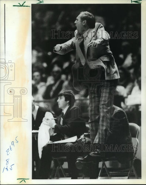 1981 Press Photo University of Alabama - Coach Wimp Sanderson at Game - Historic Images