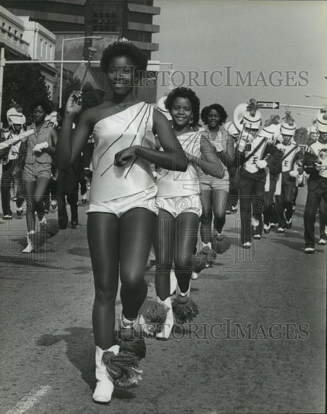 1981 Press Photo West End Majorettes at Magic City Classic Parade with Band - Historic Images