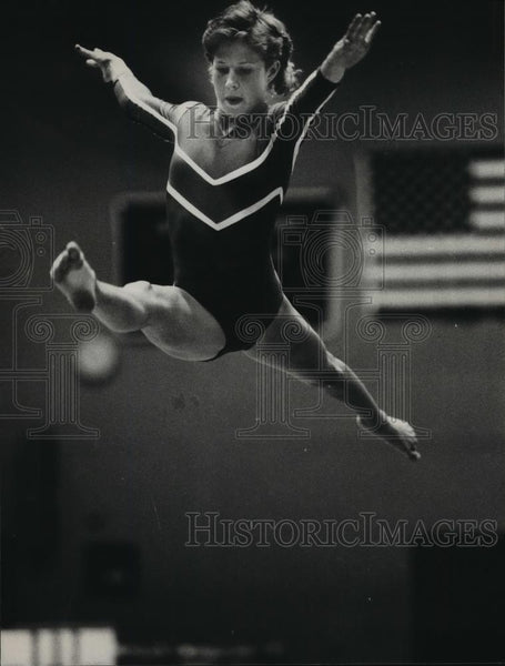 1984 Press Photo Jamie Jenkins, gymnast, does splits at Alabama Sports Festival - Historic Images