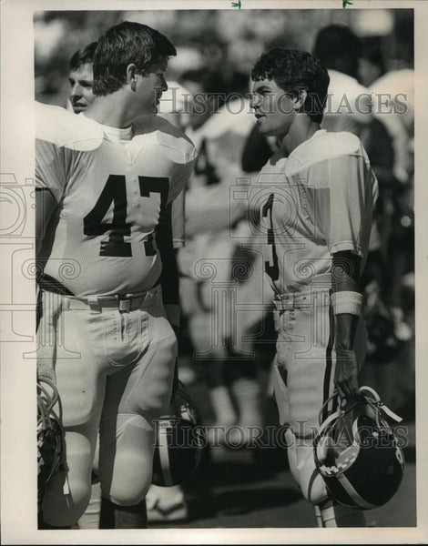 1986 Press Photo Whitlock (47) with Van Tiffin (3) talking on football field - Historic Images
