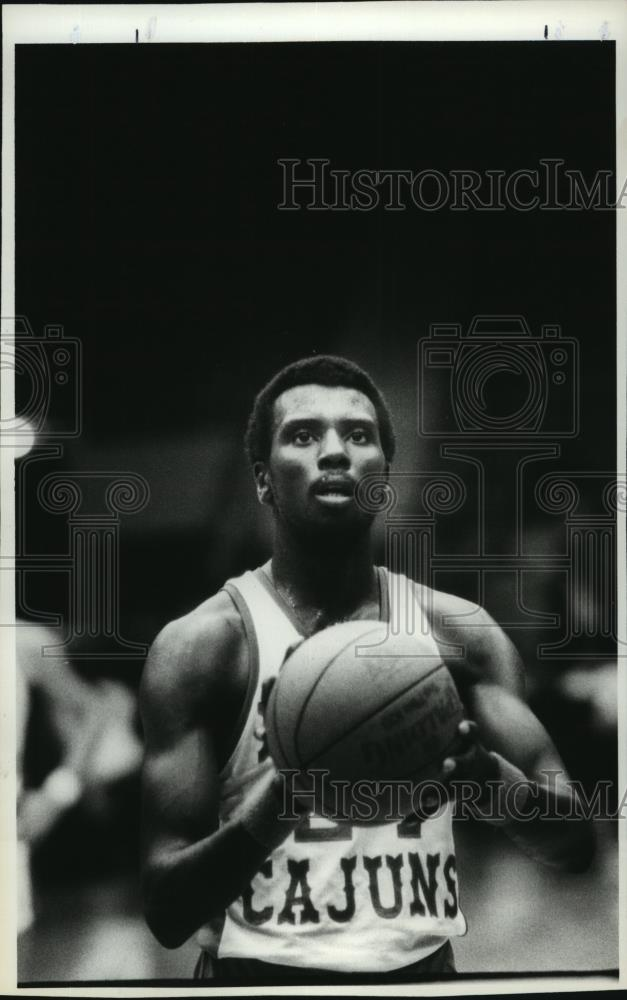 Press Photo Tomey, Cajuns basketball player, ready to shoot basketball - Historic Images