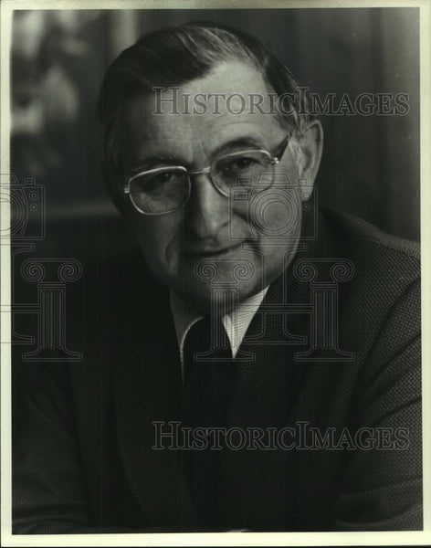 1977 Press Photo Earl R. Thayer Secretary & General Manger State Medical Society - Historic Images