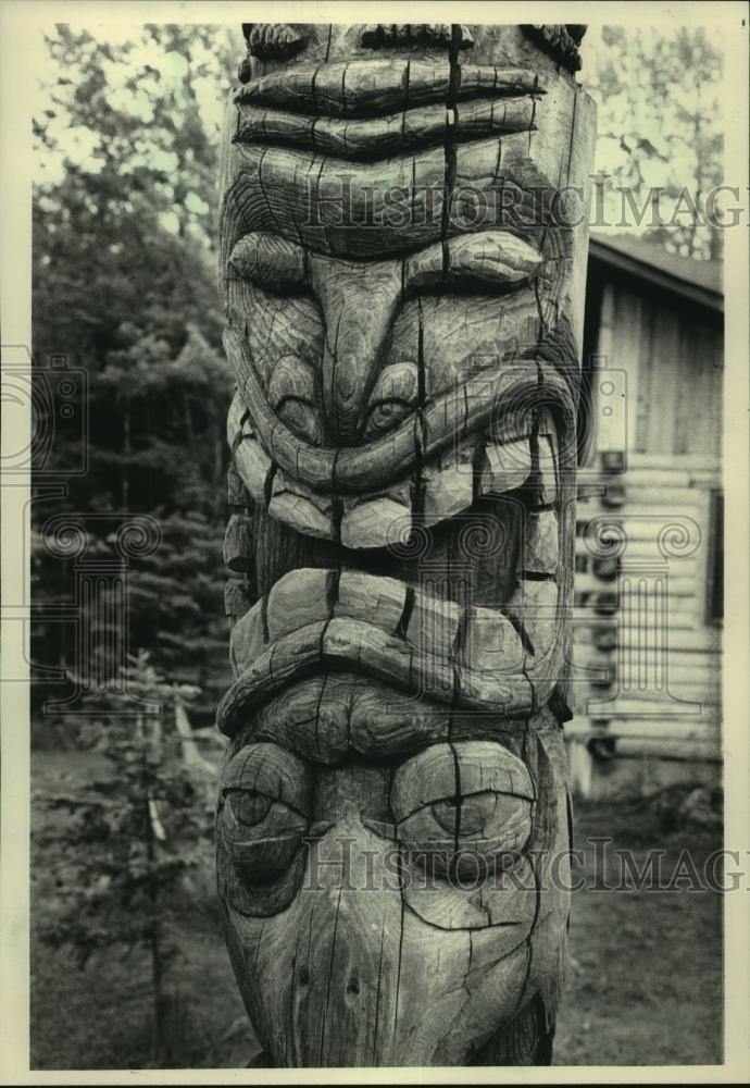 1983 Press Photo Totem Pole carved by Dan Baker, Superior, Wisconsin - mjc22841 - Historic Images