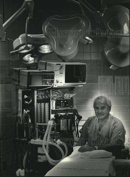 1989 Press Photo William Rouman, anesthesiologist West Allis Memorial Hospital - Historic Images