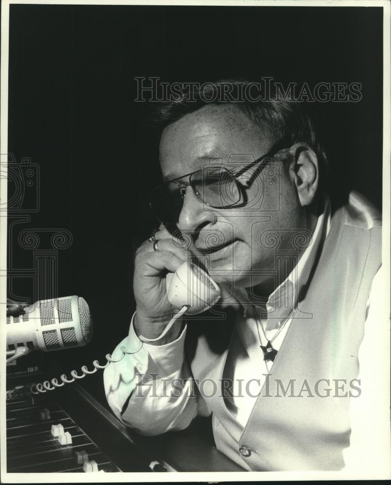 1984 Press Photo Larry (The Legend) Johnson, Milwaukee disc jockey - mjc24911 - Historic Images