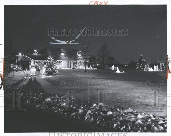 1966 Press Photo Adams Road Christmas Decorations - RRV37099 - Historic Images