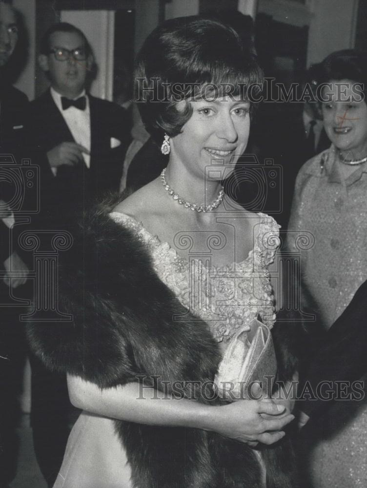 1964 Press Photo Princess Margaret Steps Out With New Hairstyle
