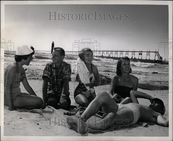 Press Photo Leroy Cox Grand Haven State Park - Historic Images